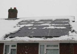 Wpływ śniegu na pracę paneli fotowoltaicznych